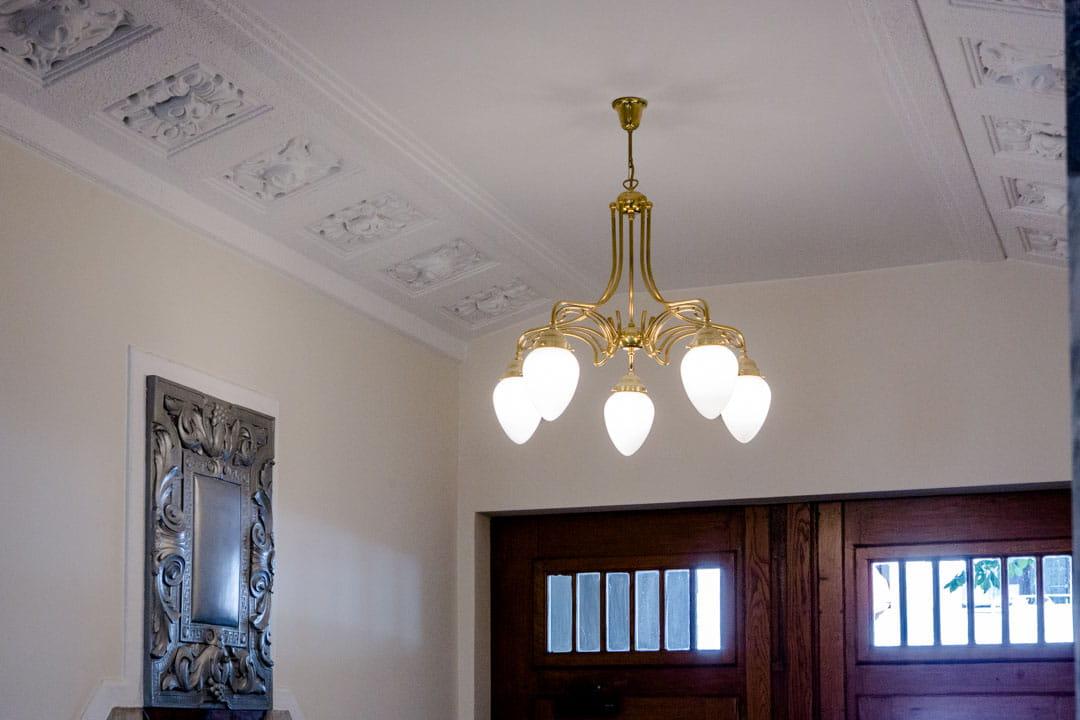 Kronleuchter Textilkabel ~ Diese hängeleuchte wurde aus einem alten holzbrett und textilkabel